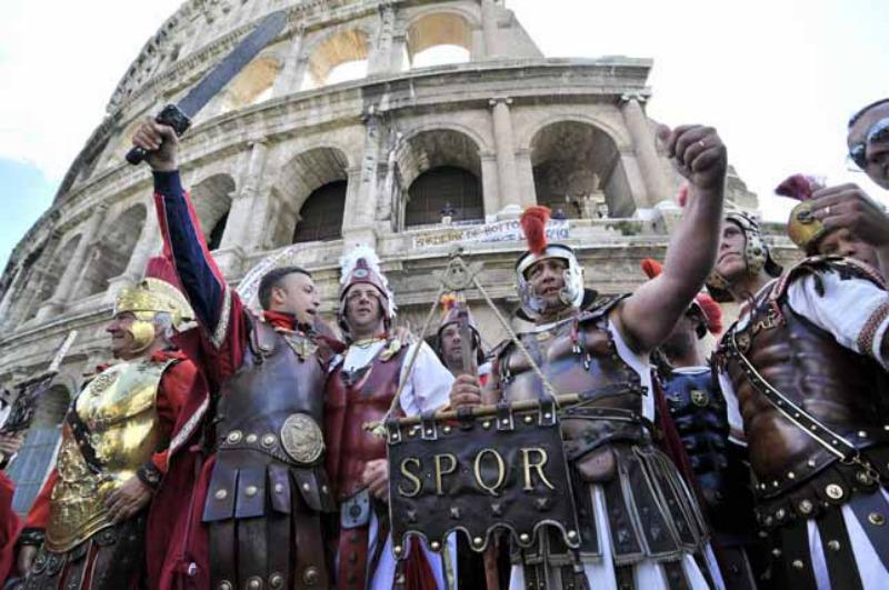 Foto Chiara Rossi/LaPresse 12-04-2012 Roma, Italia cronaca Protesta dei Centurioni al Colosseo