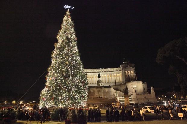 árvore de natal em roma na praça veneza
