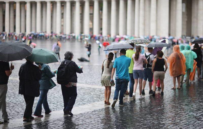 roma e vaticano com chuva
